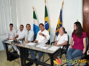 35297-prefeito-apresenta-os-medicos-que-integram-o-programa-mais-medicos